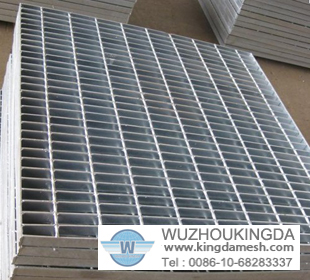 Galvanized serrated steel grating