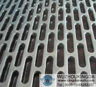 Elliptical hole perforated mesh