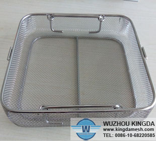 Mesh cleaning tray