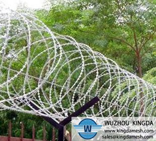 Razor barbed wire coil